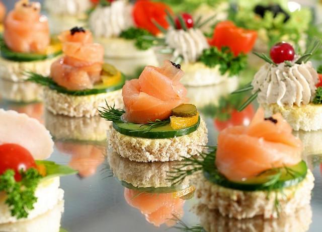 Бутерброды с семгой и сыром «Праздничные розы»