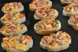 Горячие бутерброды в духовке - рецепт с фото