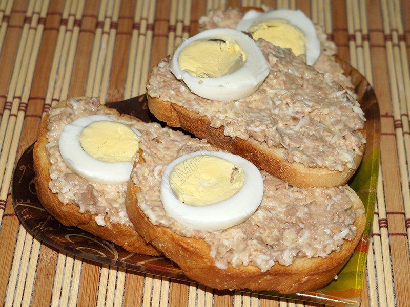 вкусные бутерброды с печенью трески