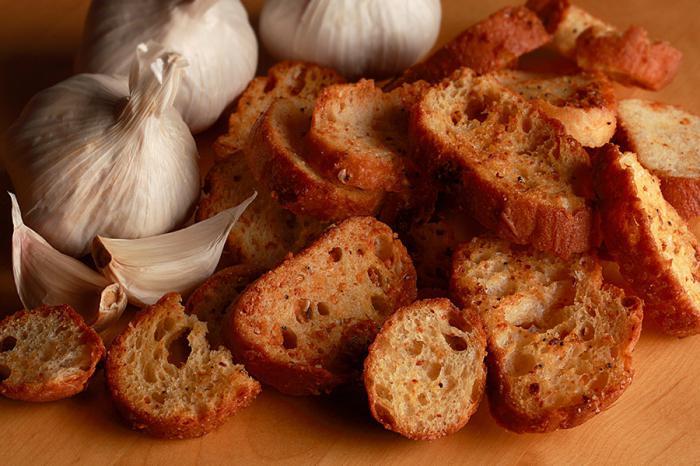 как приготовить сухарики с чесноком