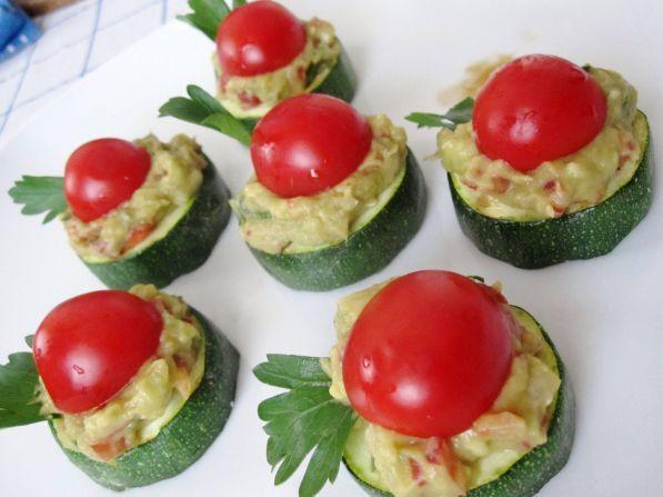 канапе с авокадо