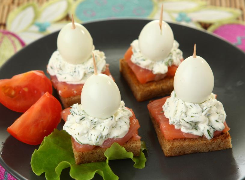 канапе с перепелиными яйцами