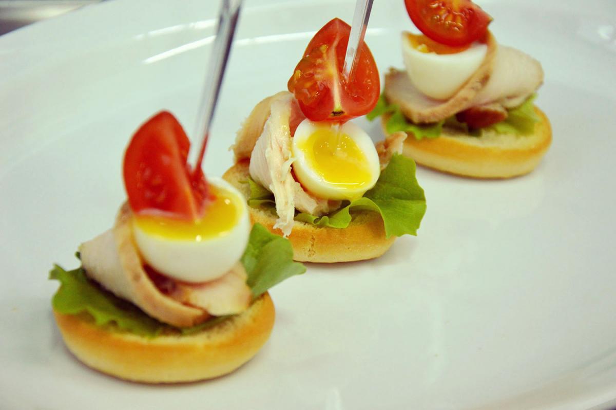 канапе с яйцом