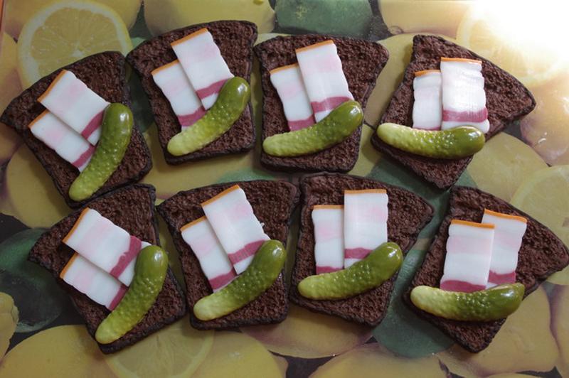 бутерброды с салом