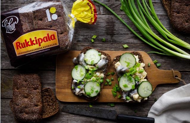 бутерброд с килькой