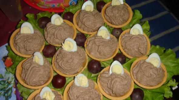 тарталетки с печенью