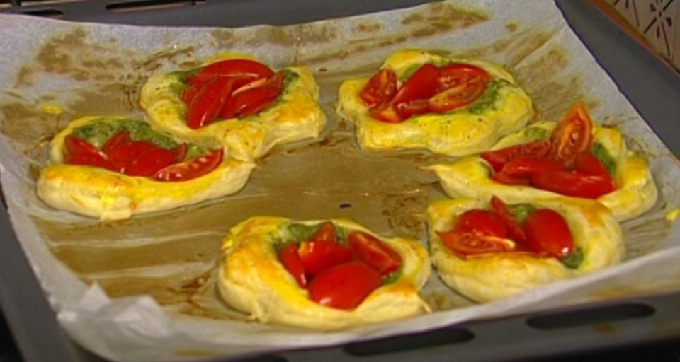 тарталетки с помидорами