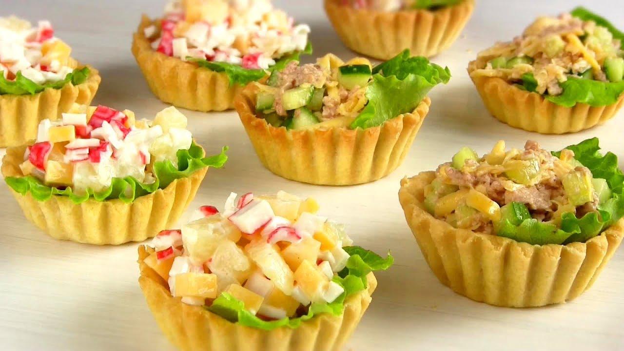 Простой и недорогой салат будет выглядеть изыска.
